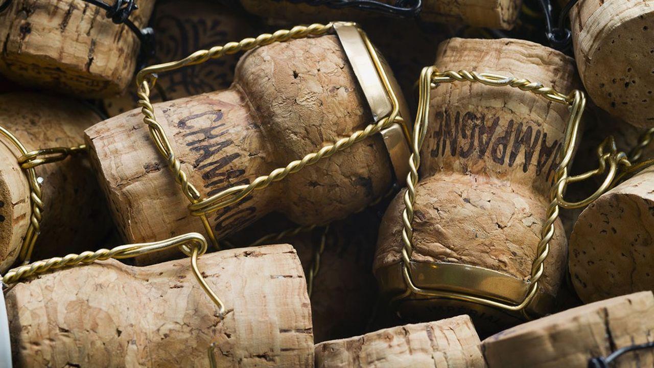 De janvier à juin2021, les expéditions totales de champagne français, toutes destinations confondues, ont bondi de 48%, à 113,9millions de bouteilles.