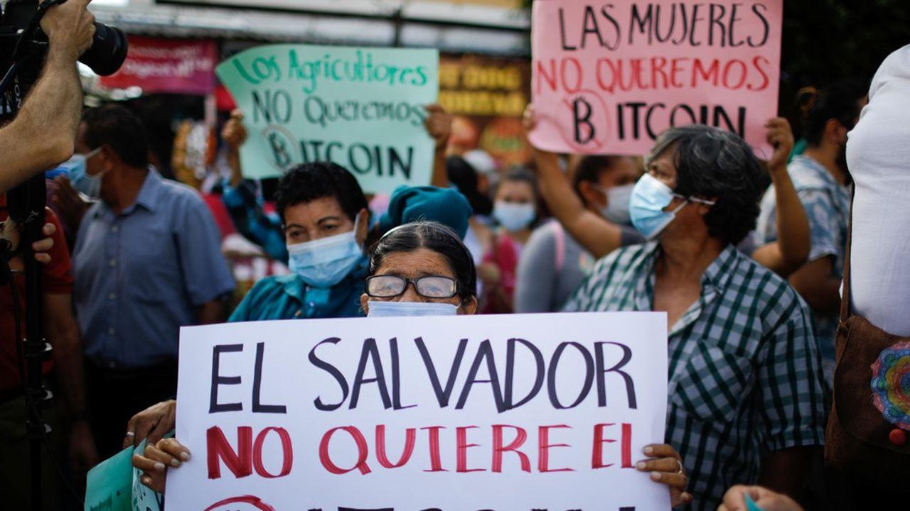 De nombreux Salvadoriens restent opposés à l'adoption du bitcoin comme monnaie légale.
