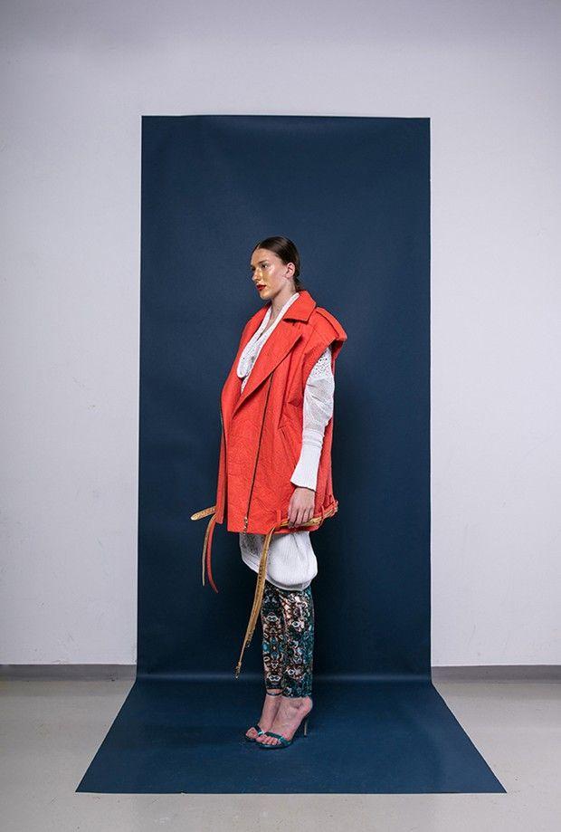 Veste de la styliste Matea Benedetti en Piñatex, «cuir» végétal réalisé à partir de feuilles d'ananas, selon un procédé développé par Carmen Hijoa.