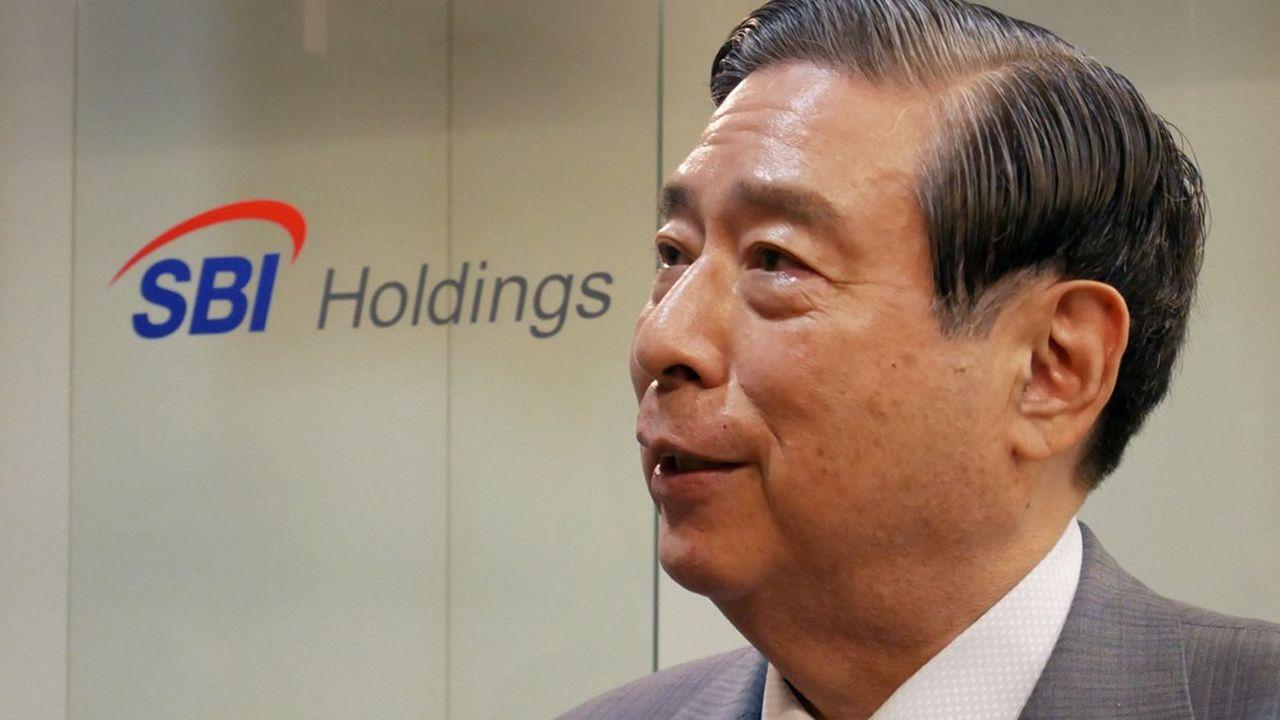 Banquier éduqué à Cambridge, Yoshitaka Kitao a longtemps travaillé aux côtés de Masayoshi Son chez SoftBank.