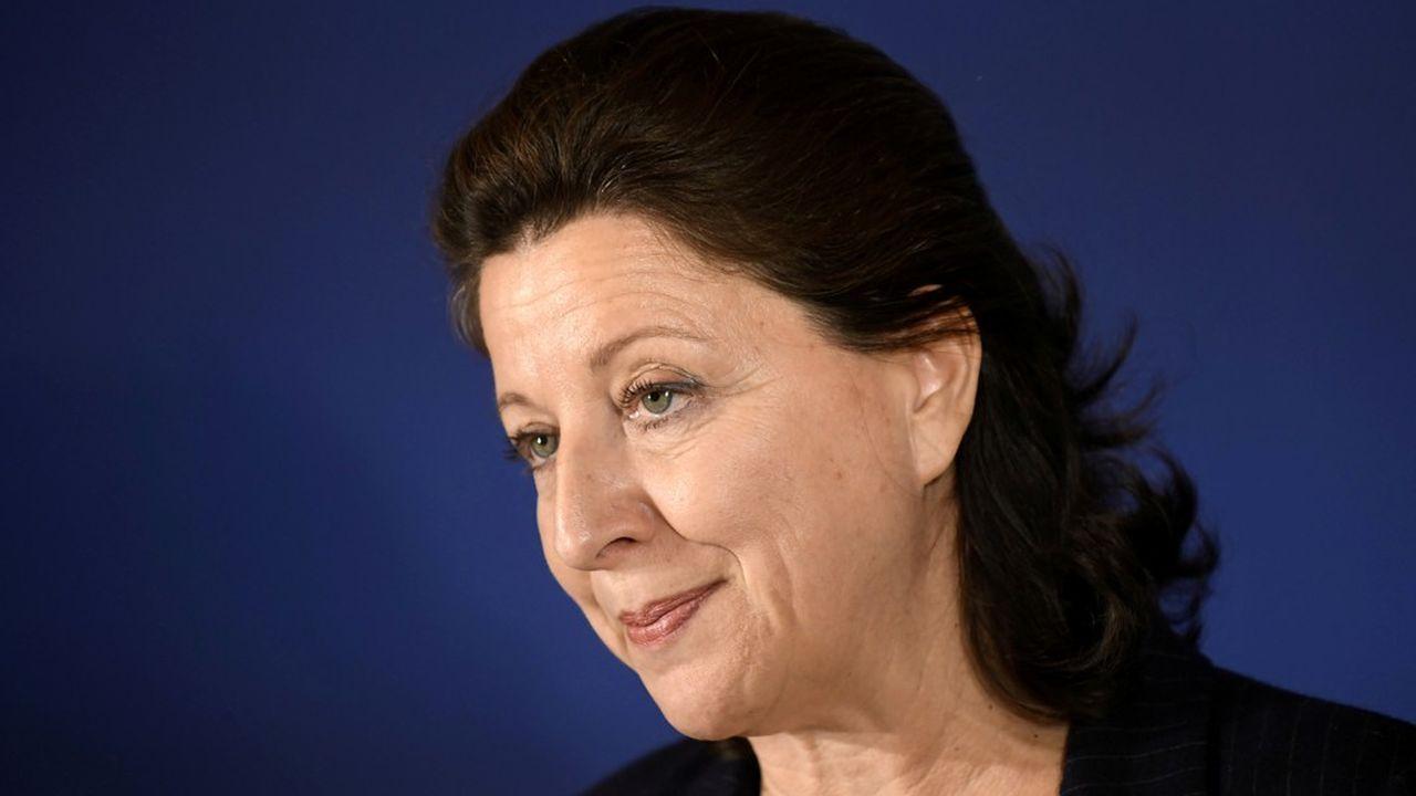Première personnalité à être mise en cause dans ce vaste dossier, Agnès Buzyn a par ailleurs été placée sous le statut plus favorable de témoin assisté pour «abstention volontaire de combattre un sinistre».