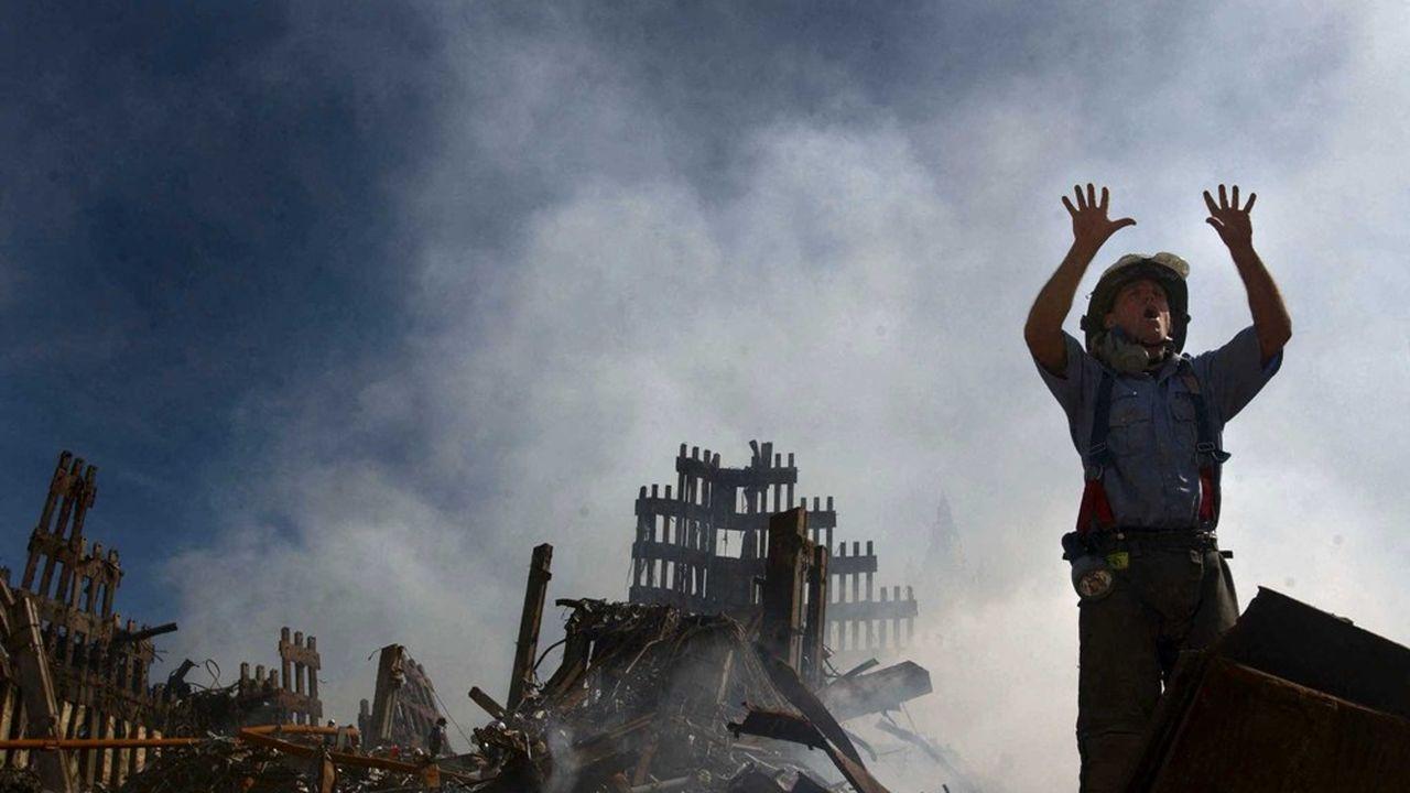 Photo prise le 18septembre 2001 sur les ruines encore fumantes du World Trade Center à New York.