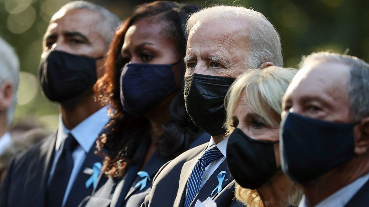 Deux anciens présidents, Bill Clinton et Barack Obama, assistaient à la cérémonie à New York en compagnie de Joe Biden.