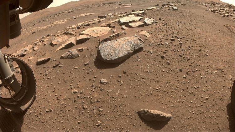 Vue de «Rochette» (au centre), la roche sur laquelle a été réalisé le premier prélèvement.