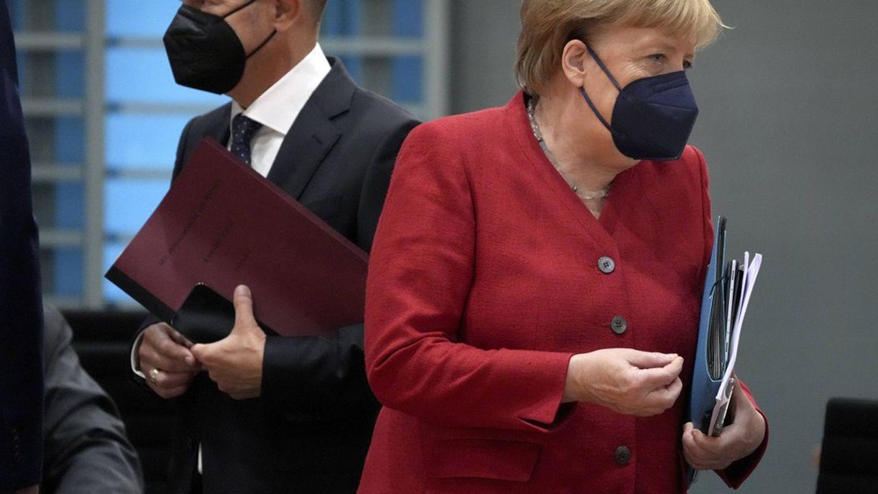 La chancelière Angela Merkel, et son ministre des Finances, Olaf Scholz, candidat à sa succession.