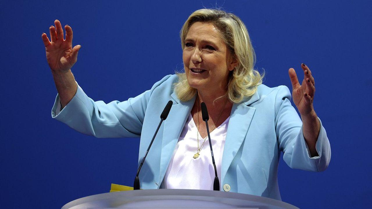 Marine Le Pen estime être la seule à pouvoir incarner une alternative face au président sortant.