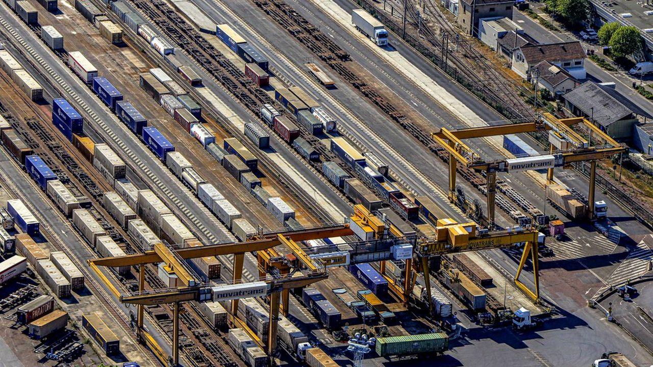 Dépôt SNCF de transport combiné de Noisy-le-Sec. Le mode routier a sensiblement renforcé sa part de marché en deux décennies, face au rail.