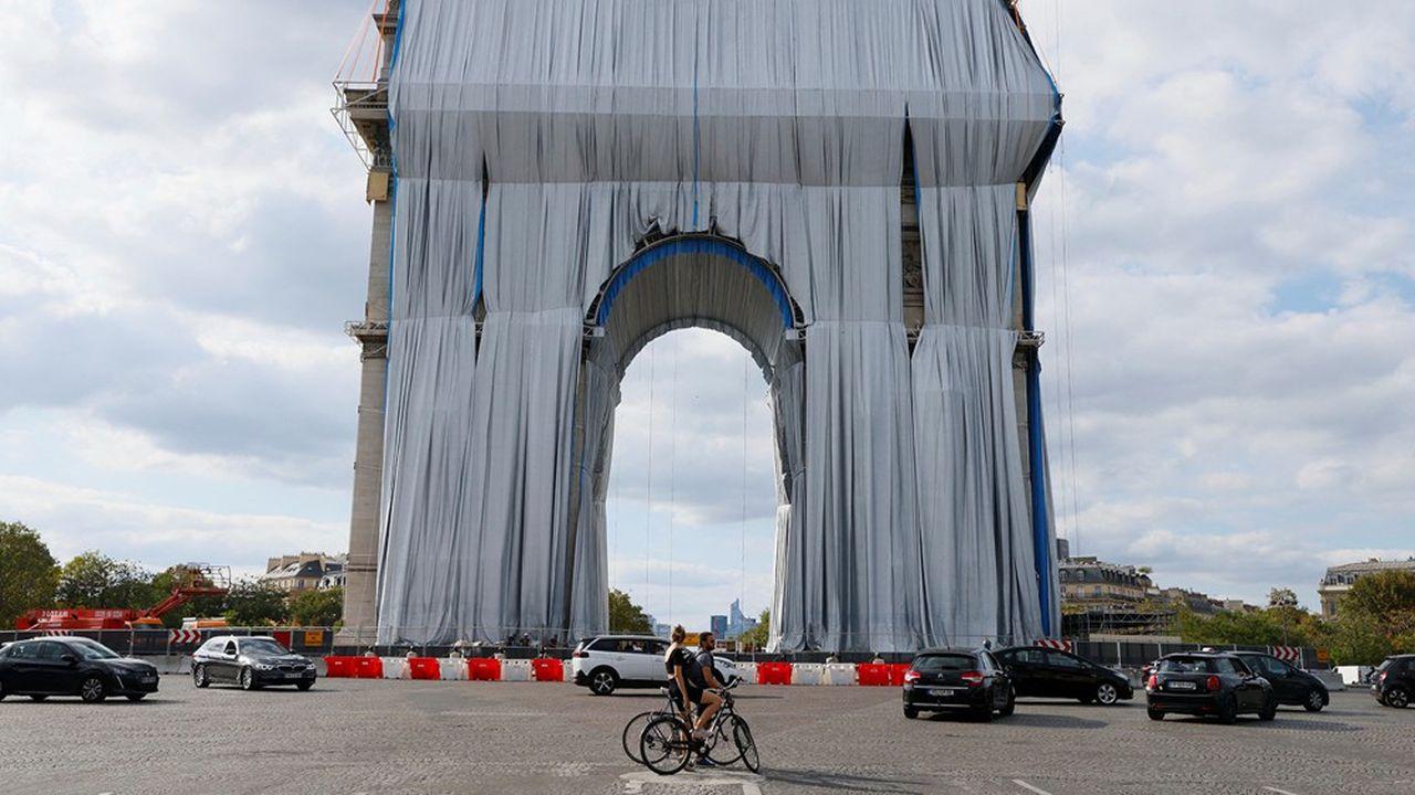 L'empaquetage du monument en cours, le 12 septembre.