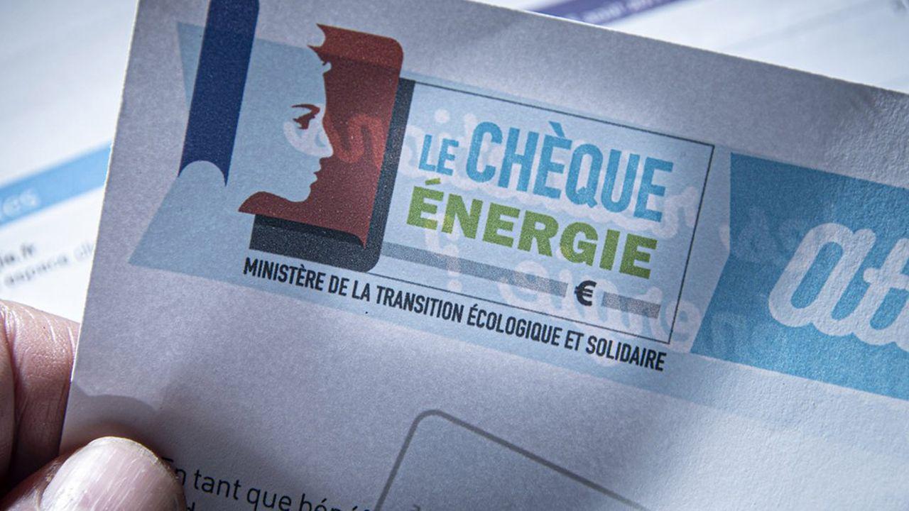Le chèque énergie, attribué actuellement aux seuls ménages modestes pour payer leurs factures énergétiques, a été augmenté à 150euros en moyenne et élargi à 6millions de bénéficiaires pour répondre à la crise des «gilets jaunes».