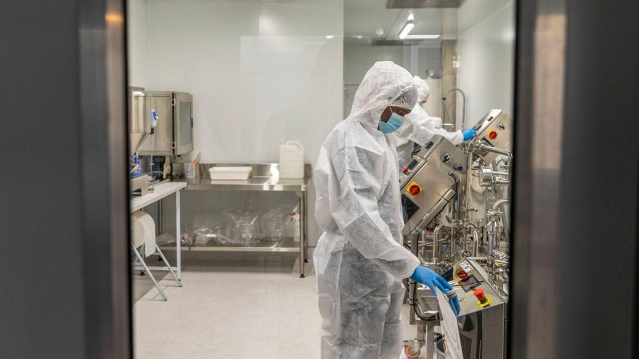 Des techniciens dans le laboratoire d'Afrigen Biologics & Vaccines à Cape Town.