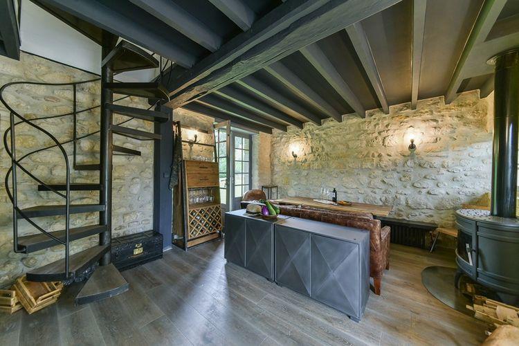 La maison est faite de matériaux traditionnels de grande qualité.