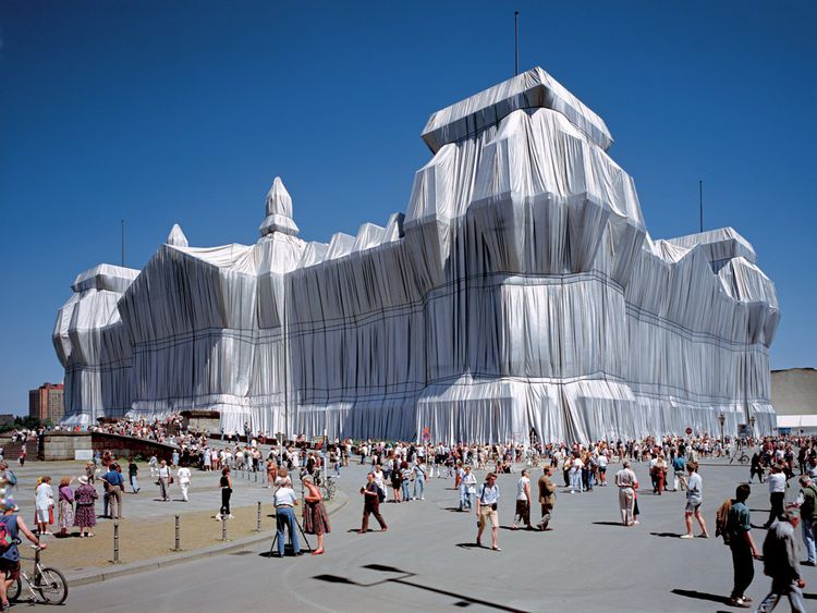 Christo et Jeanne-Claude - Wrapped Reichstag, Berlin, 1971-95