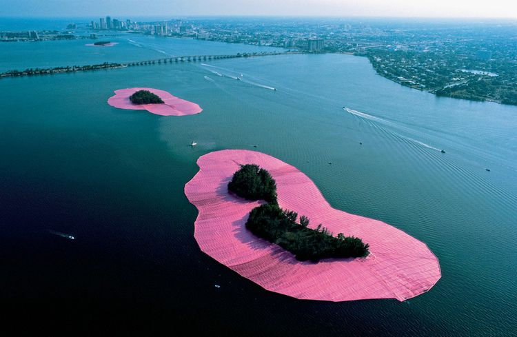 Christo et Jeanne-Claude - Surrounded Islands, Biscayne Bay, Greater Miami, Florida, 1980-83