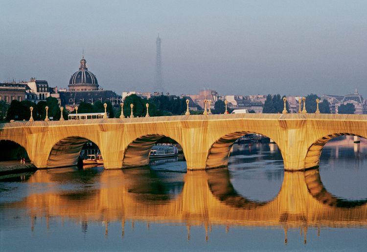 Christo et Jeanne-Claude - The Pont Neuf Wrapped, Paris, 1975-85
