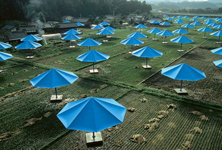 Christo et Jeanne-Claude - The Umbrellas, Japan-USA, 1984-91