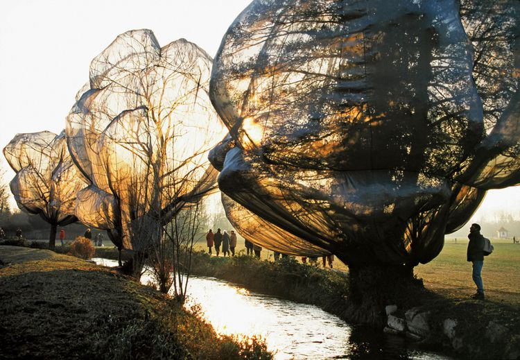 Christo et Jeanne-Claude - Wrapped Trees, Fondation Beyeler and Berower Park, Riehen, Switzerland, 1997-98