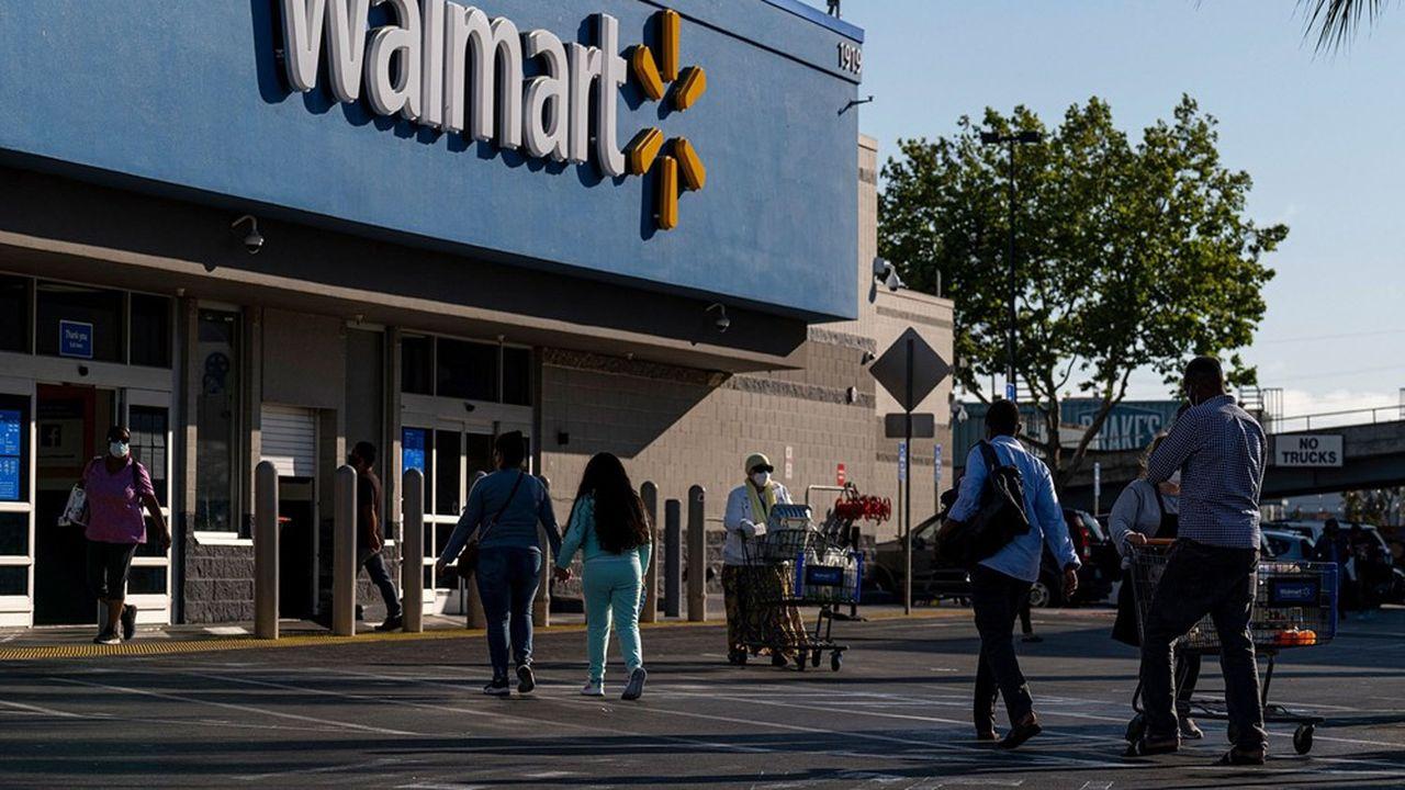 Walmart augmente son salaire minimum d'un dollar de l'heure à partir de fin septembre, à 12dollars.