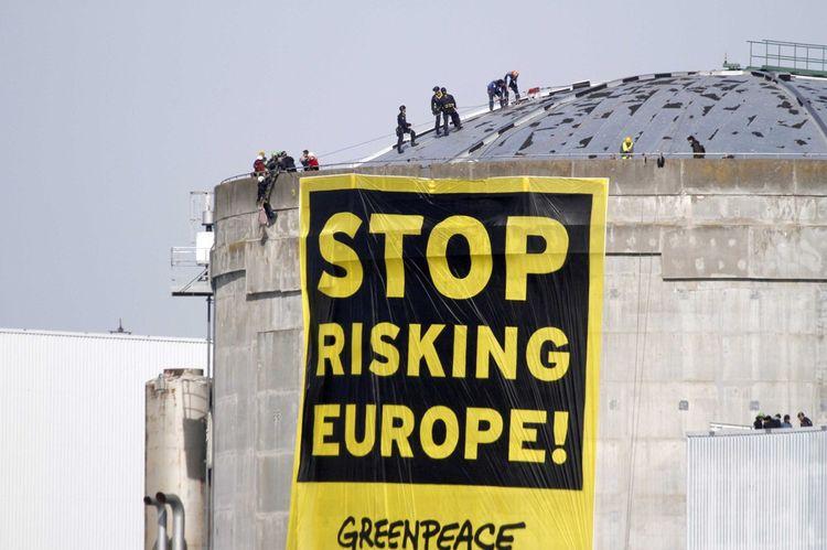 Le 18mars 2014, une quarantaine d'activistes sont parvenus à accéder en zone protégée du site nucléaire de Fessenheim.