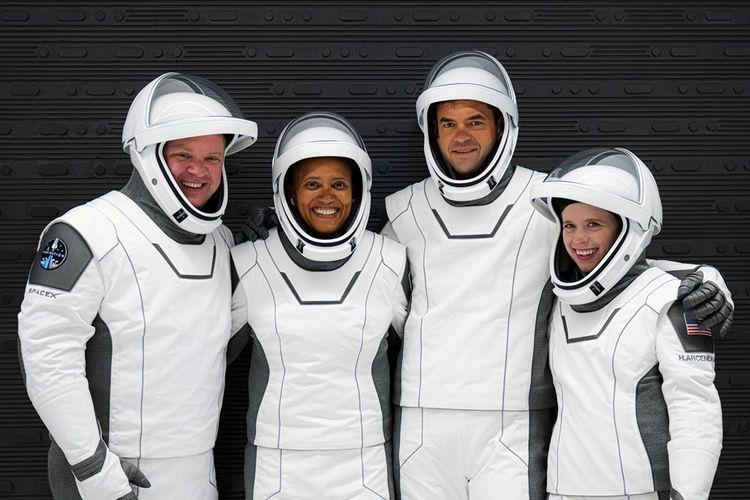 Voici, de gauche à droite, les passagers à bord de la capsule SpaceX: Chris Sembroski, Sian Proctor, Jared Isaacman et Hayley Arceneaux.