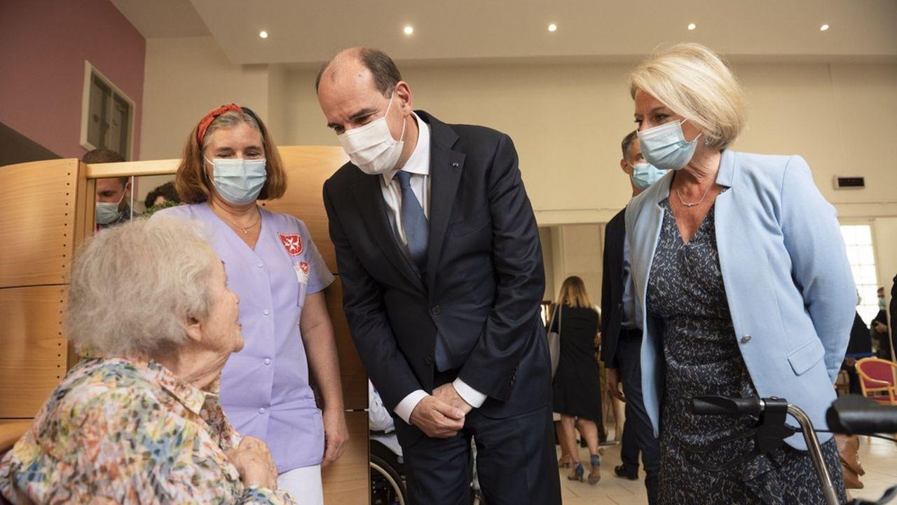 Jean Castex, Premier ministre, et Brigitte Bourguignon, ministre déléguée chargée de l'Autonomie, lors de la visite d'un Ehpad.