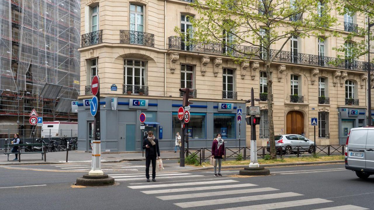 Plus de 20% des Français ne se rendent jamais dans leur agence, selon Harris.