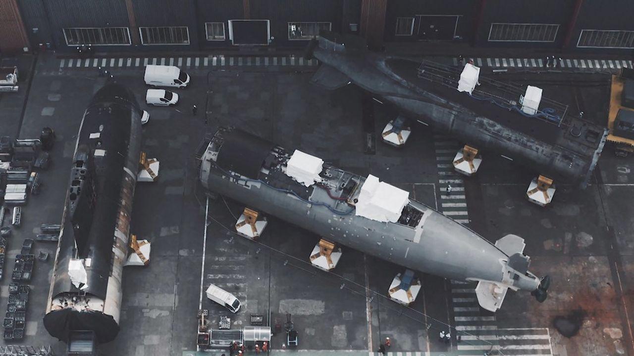 Le site de Cherbourg, dont la vocation depuis 1899 est de concevoir et de fabriquer des sous-marins pour la Marine nationale - 110 au compteur -, est actuellement mobilisé par la construction de 5 sous-marins nucléaires d'attaque (la classe Suffren) et quatre sous-marins nucléaires lanceurs d'engins (SNLE) de troisième génération.