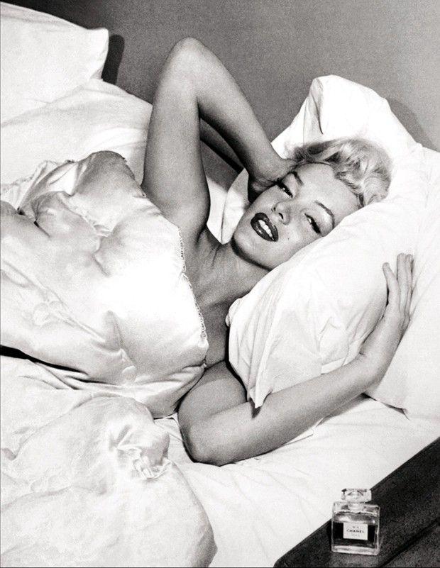 Marilyn Monroe posant pour la revue américaine cinématographique «Modern Screen», en octobre1953.