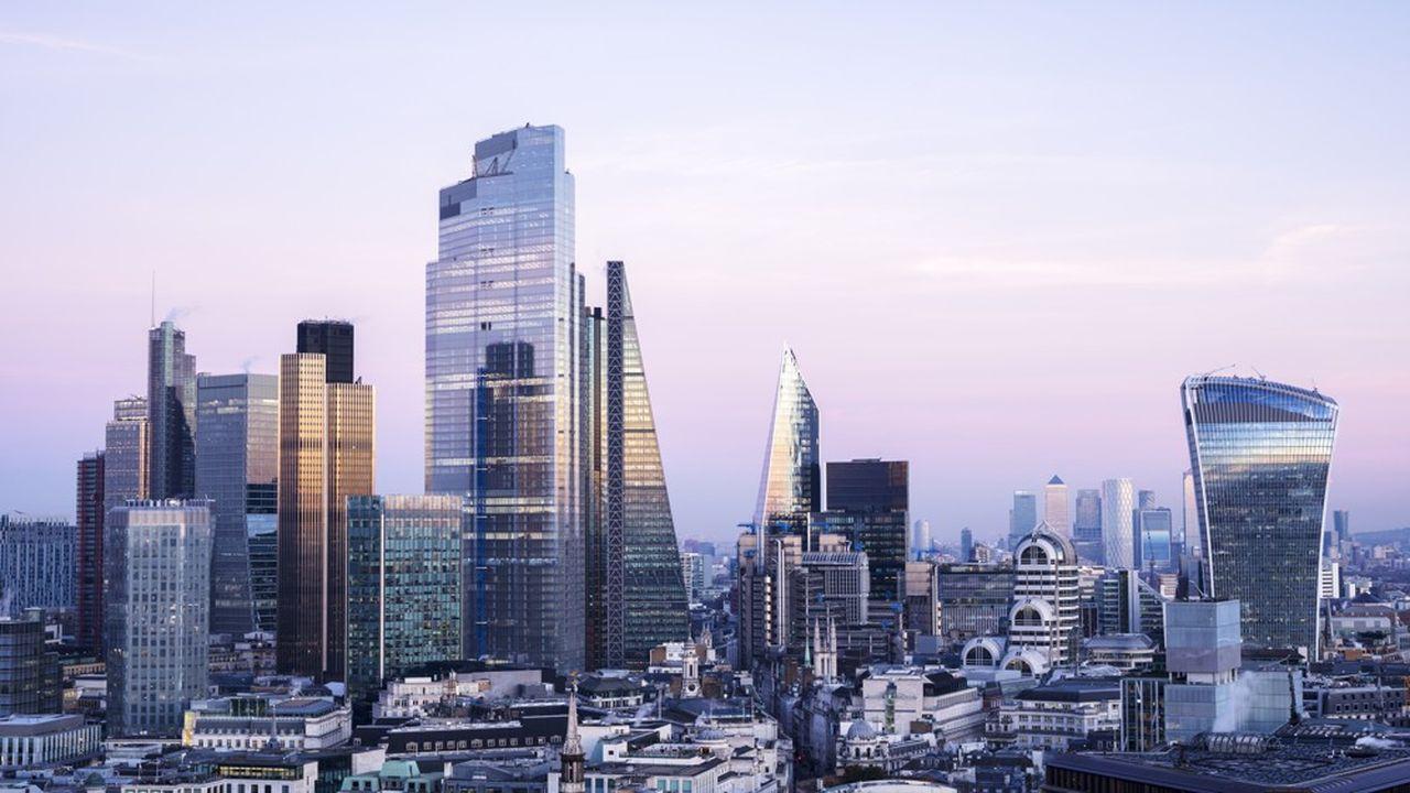 JP Morgan, numéro un de la banque aux Etats-Unis, donne le coup d'envoi au lancement de sa banque en ligne «Chase» au Royaume-Uni.