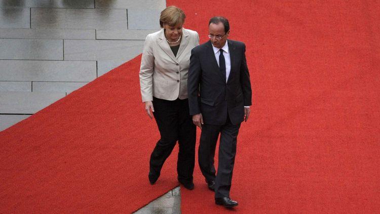 Angela Merkel et Francois Hollande, devant la Chancellerie à Berlin.