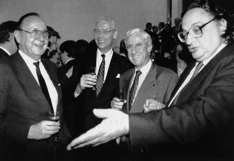 Les ministres des Affaires étrangères allemand Hans Dietrich Gensche, néerlandais Hans Van Den Broek, luxembourgeois Jacques Poos et italien Gianni De Michelis le 7février 1992.