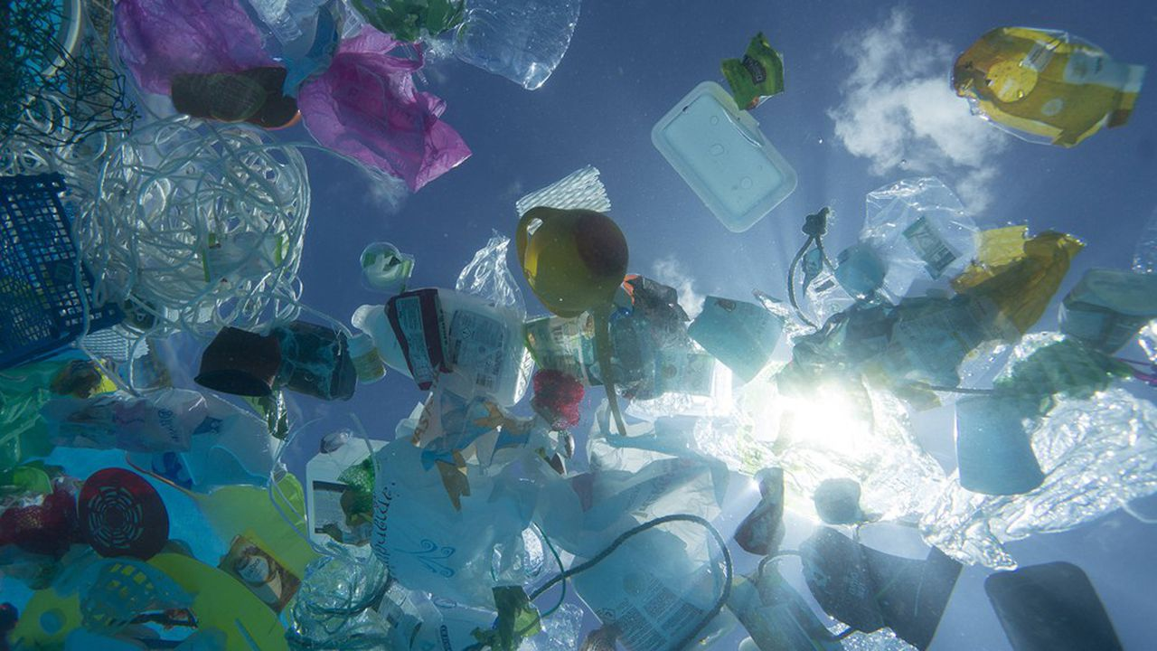 Vingt millions de tonnes de déchets issus des continents terminent dans la mer chaque année: parmi eux, de 8 à 18millions de tonnes sont des plastiques.