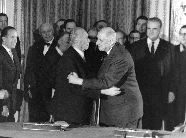 Le 22 janvier 1693, Konrad Adenauer (à gauche) et Charles de Gaulle au Palais de l'Elysée.