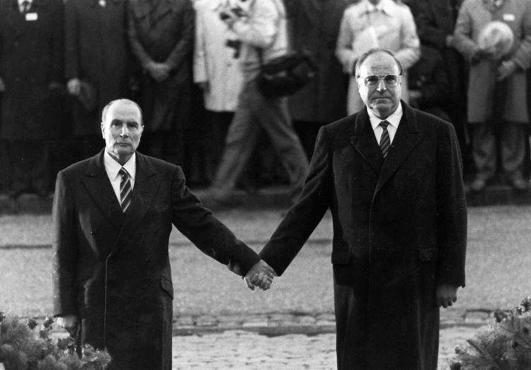 François Mitterrand et Helmut Kohl, le 22 septembre 1984.234