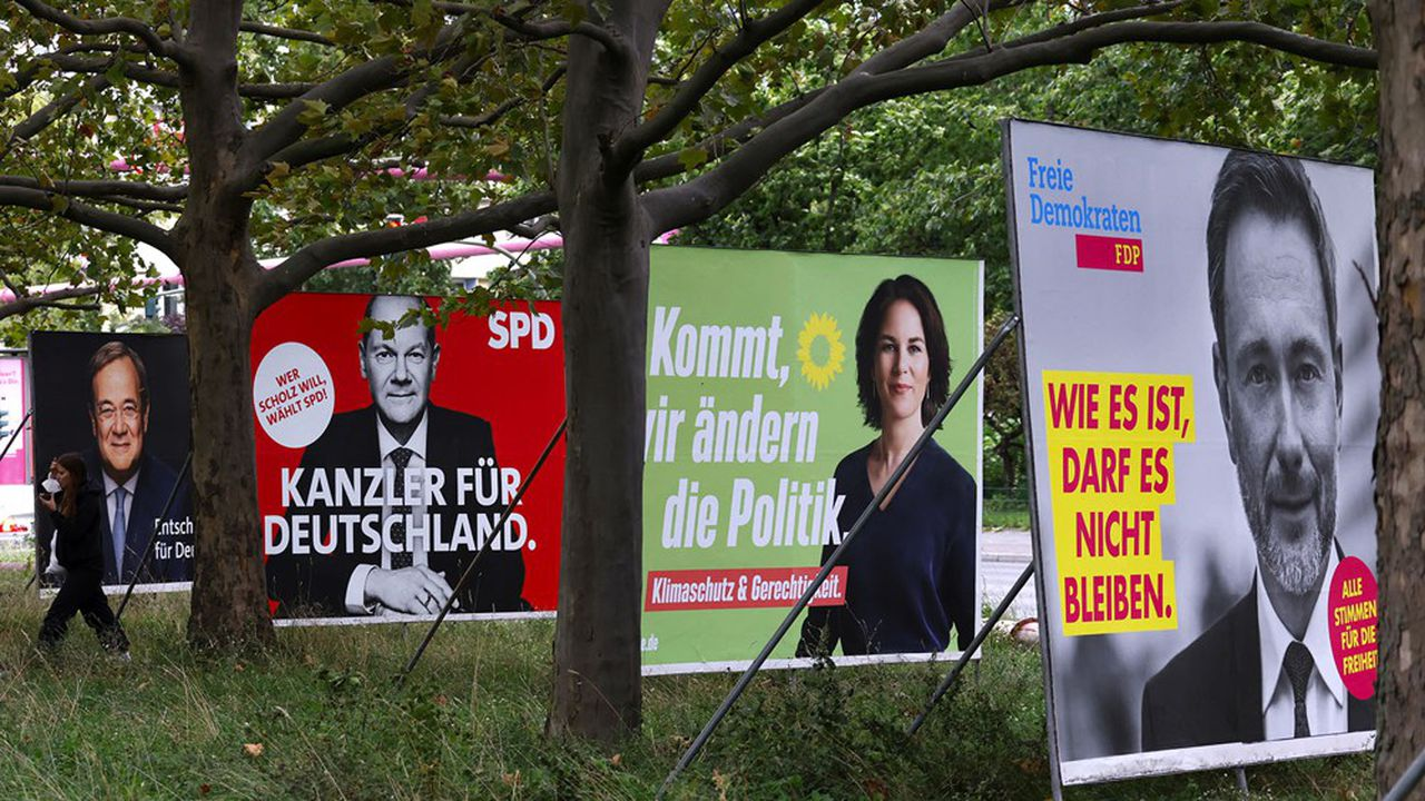 Armin Laschet (g.) pour la CDU-CSU, Olaf Scholz pour le SPD (2e g.), Annalena Baerbock pour les Verts et Christian Lindner pour le FDP seront les principaux acteurs des négociations de coalition future.