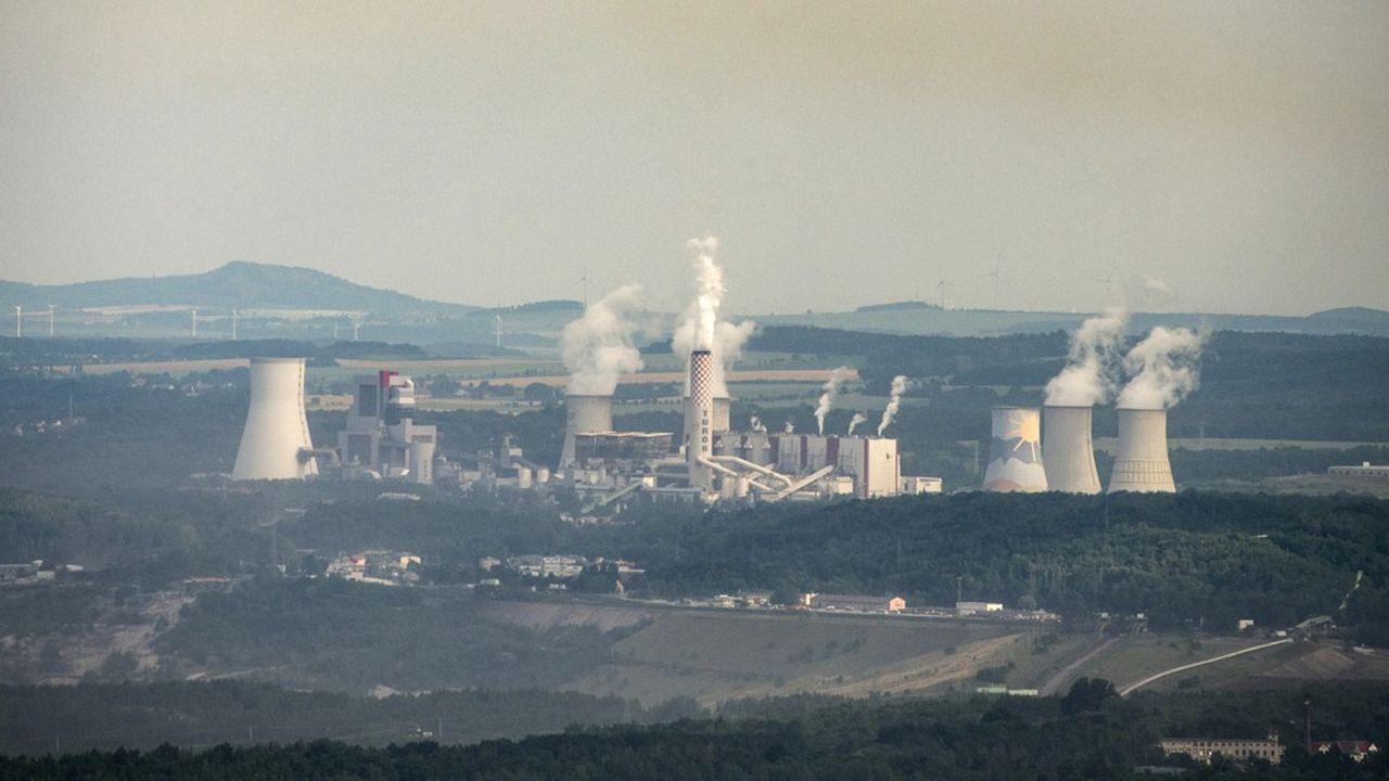 La centrale électrique de Turów en Pologne brûle du lignite, un charbon de mauvaise qualité.