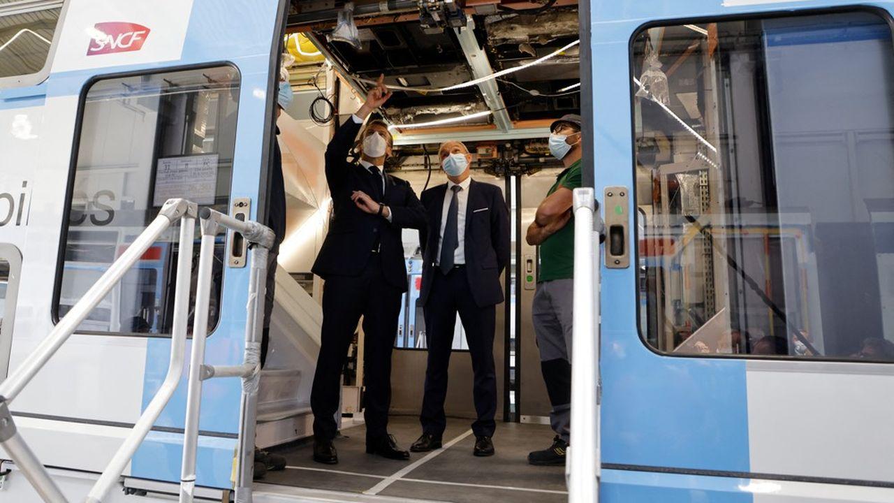 Emmanuel Macron a visité une rame du RER A en rénovation, à la mi-juillet pendant sa venue dans l'usine CAF.