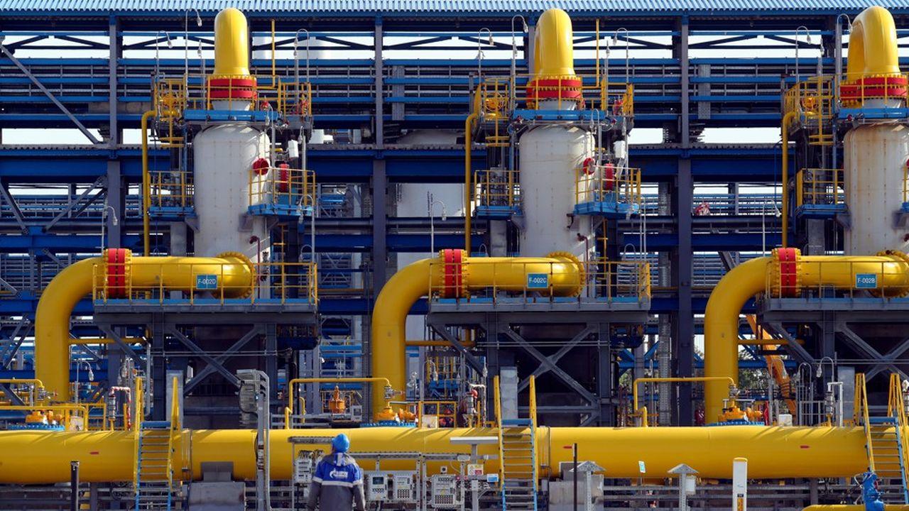 Station de compression de Gazprom au départ du gazoduc Nord Stream 2, près de Saint-Pétersbourg. Le pipeline ne sera pas opérationnel avant début 2022 «au plus tôt», prévoient les analystes de HSBC.