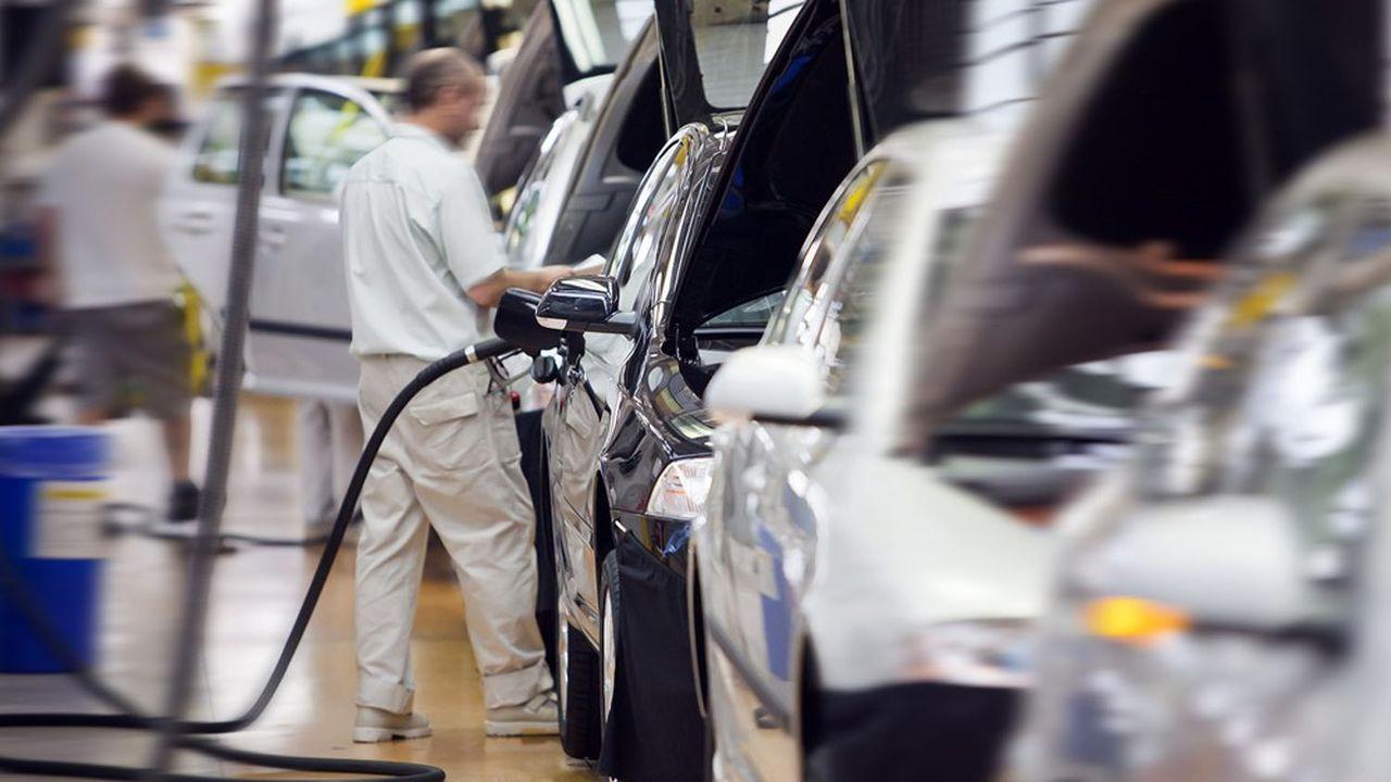 Le climat des affaires se détériore nettement dans l'industrie automobile frappée par les pénuries et la baisse des carnets de commandes à l'exportation.