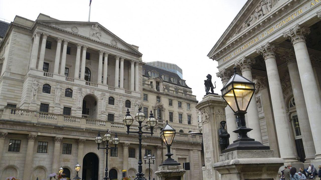 Parmi les neuf membres du comité de politique monétaire, deux se sont ralliés à l'idée de mettre fin à l'assouplissement quantitatif.