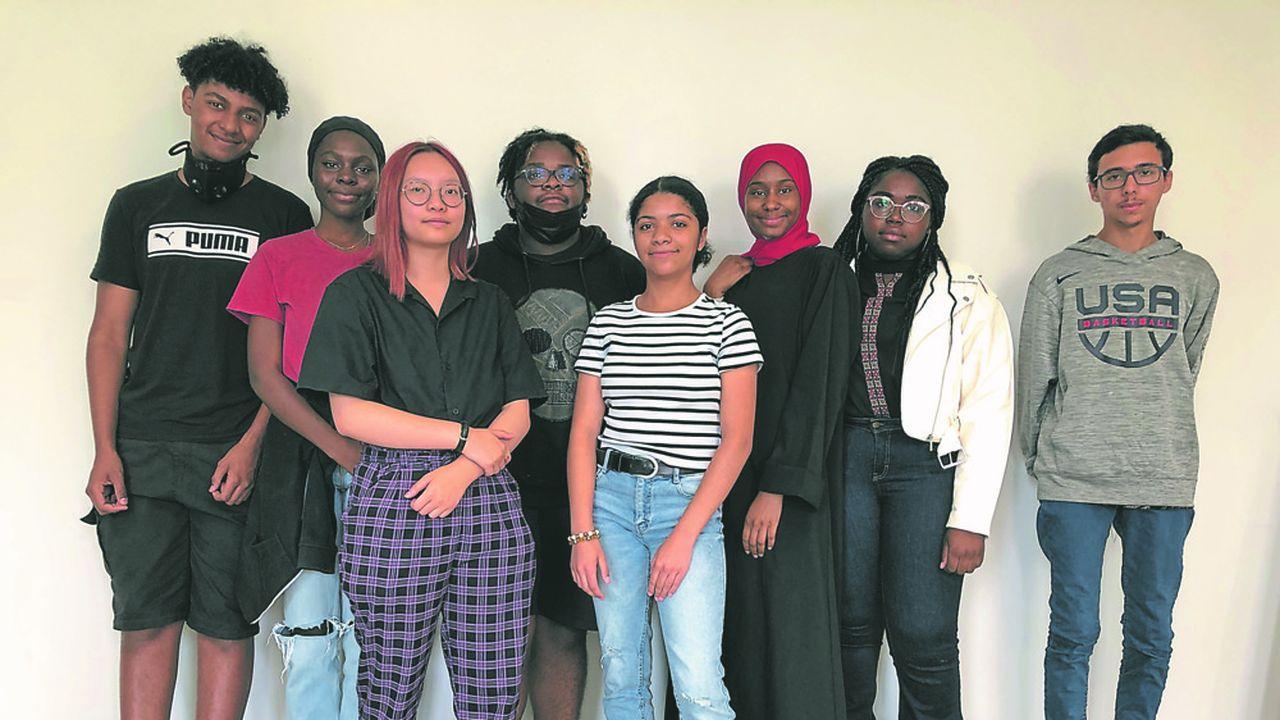 Cet été, Adam, Abigaille, Tra-Mi, Dialan, Andalyne, Mariama, Naelle, Emilio (de gauche à droite) ont créé leur propre entreprise, coopérative et éphémère.