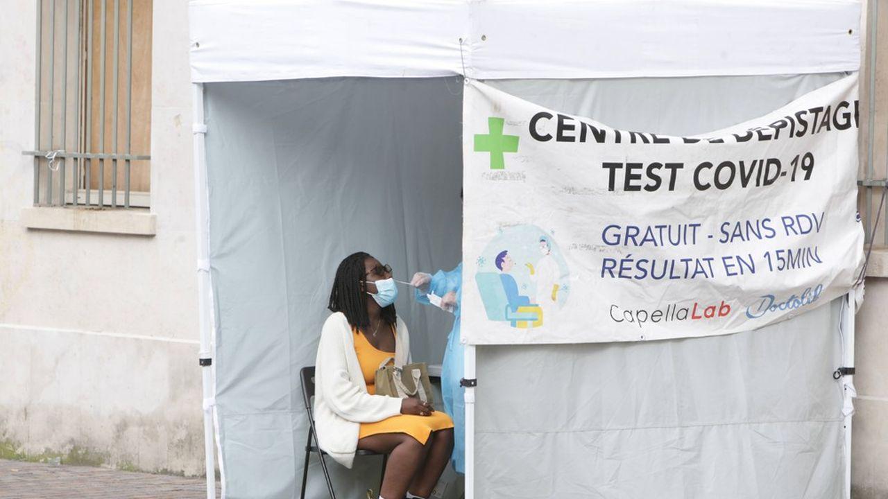 L'annonce de la création du passe sanitaire le 12juillet a provoqué une ruée vers les tests biologiques qui a considérablement alourdi la facture pour la Sécurité sociale.