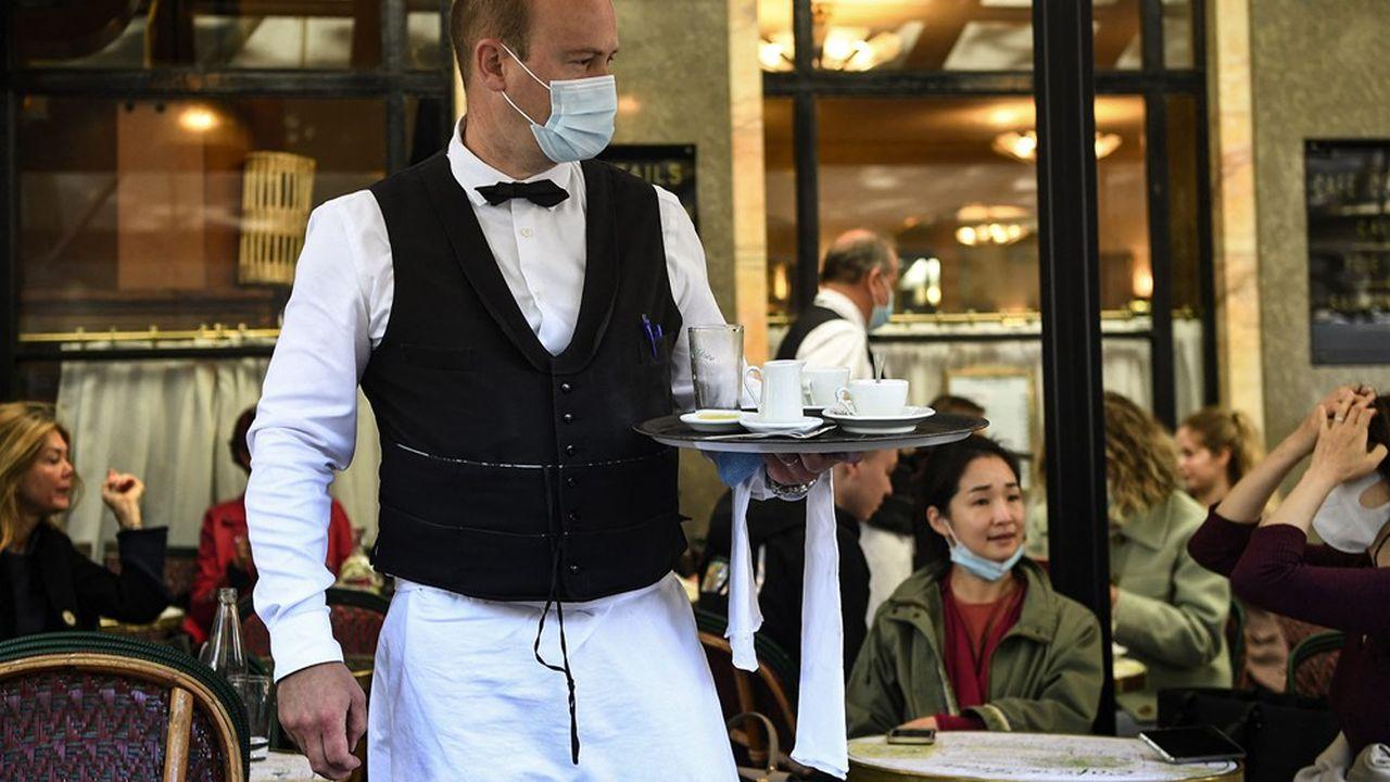 Les pourboires payés par carte bancaire dans les cafés et restaurants seront défiscalisés.