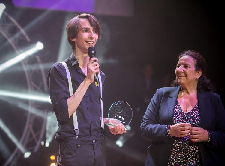 Le premier prix du jury lui a été remis par Frédérique Vidal, ministre de l'Enseignement supérieur, de la Recherche et de l'Innovation.