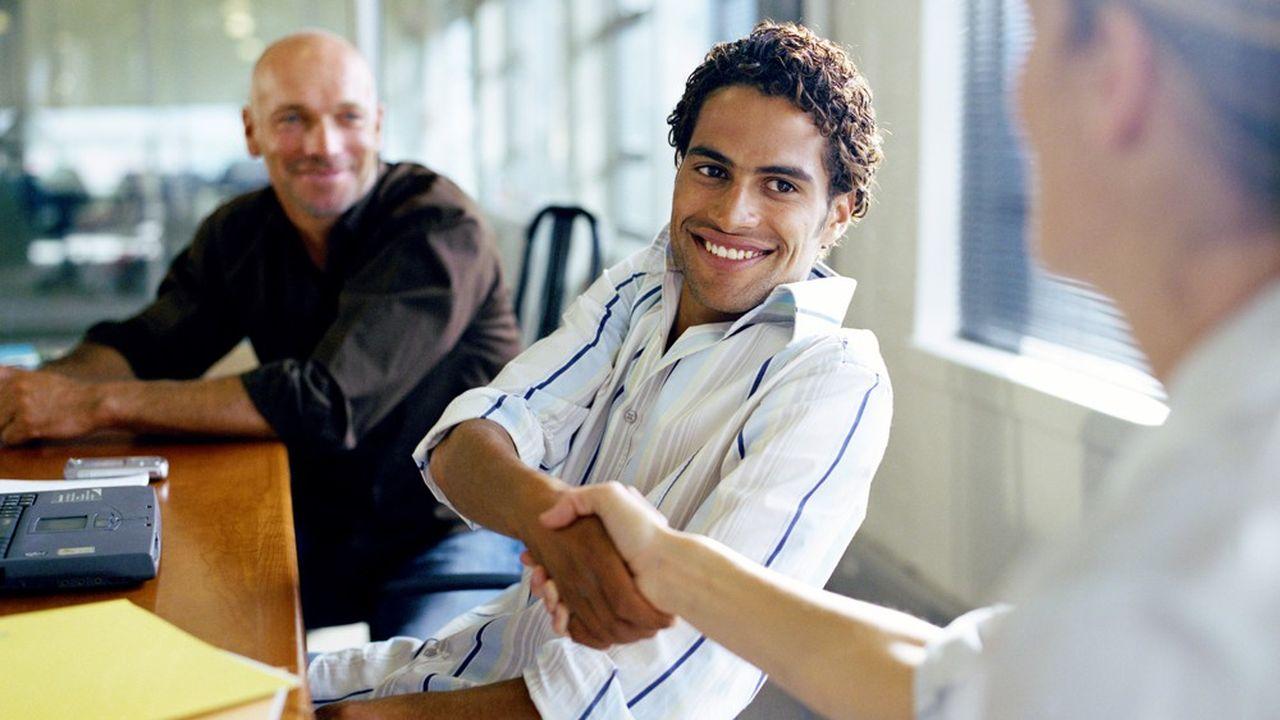 Les recruteurs disposés à la générosité avec les candidats à l'embauche «qui dépassent leurs exigences», selon HelloWork.