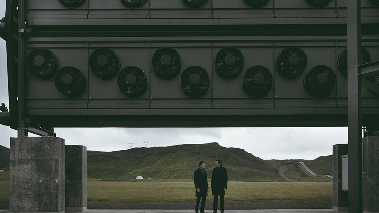 Christoph Gebald et Jan Wurzbacher, fondateurs de Climeworks, sur le site de l'installation Orca, en Islande.