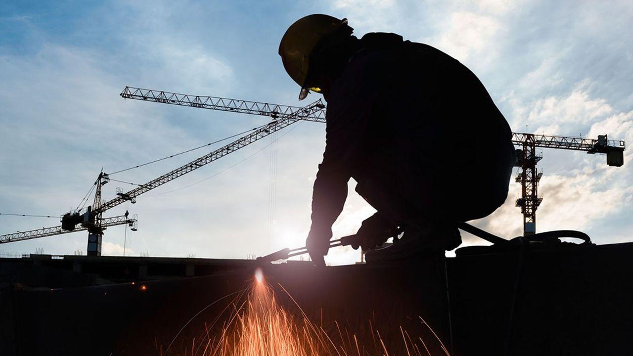 Près d'un Français sur deux s'attend à des augmentations de salaires dans les métiers en tension.
