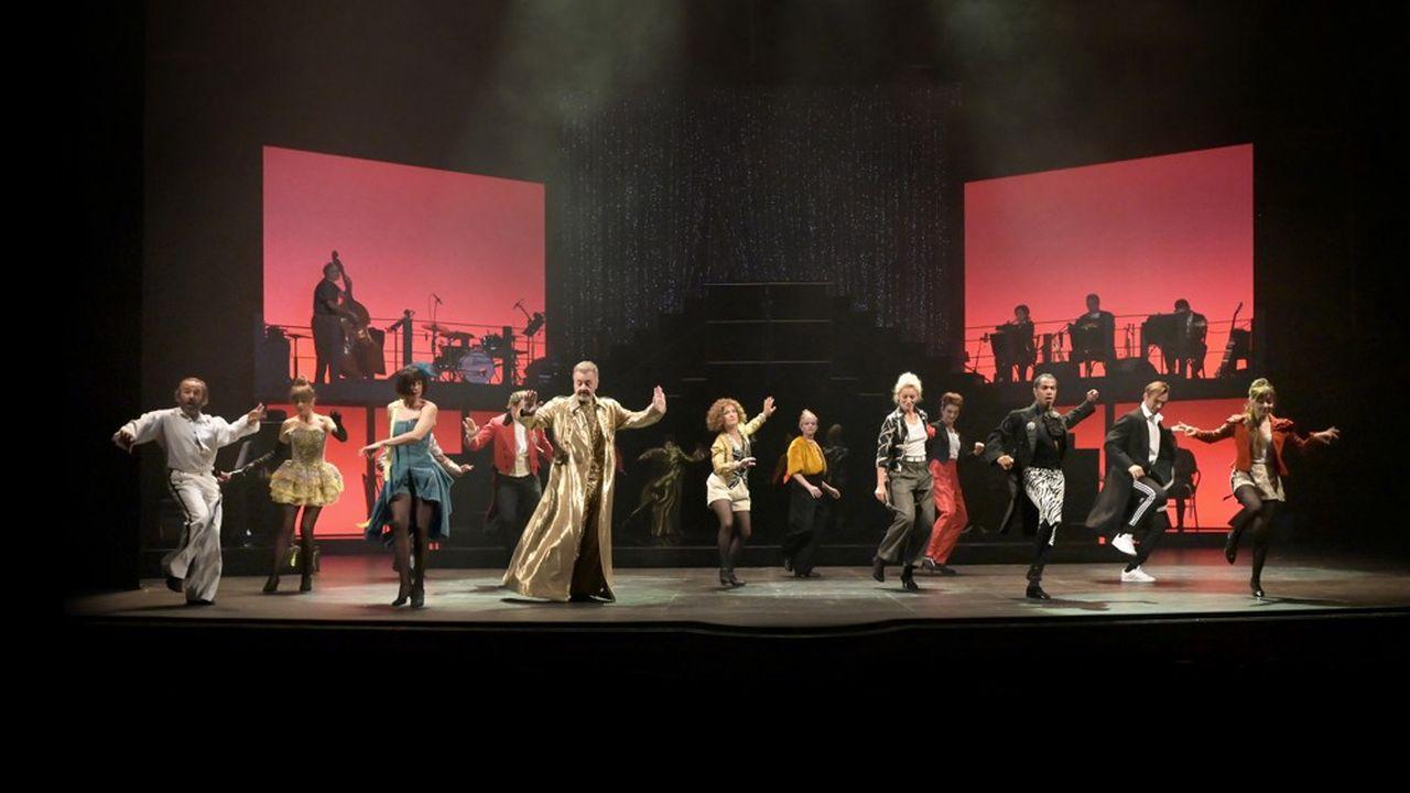 Cabaret géant, comédie musicale enjouée, «Mais quelle comédie!» met le public en joie.