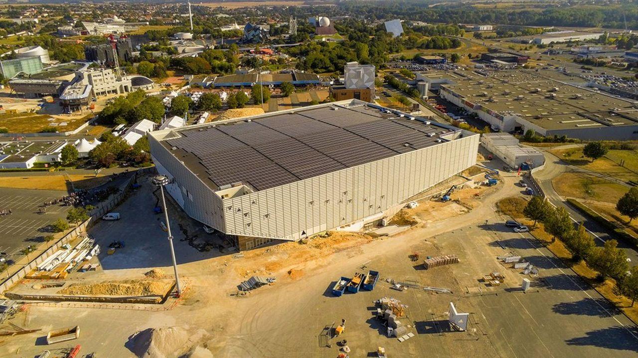 Symbole de la diversification de NGE, la construction de l'Arena Futuroscope qu'il livrera en avril2022 réunit tous ses métiers y compris les concessions, puisqu'il en assurera la maintenance et l'exploitation commerciale pendant trente ans.