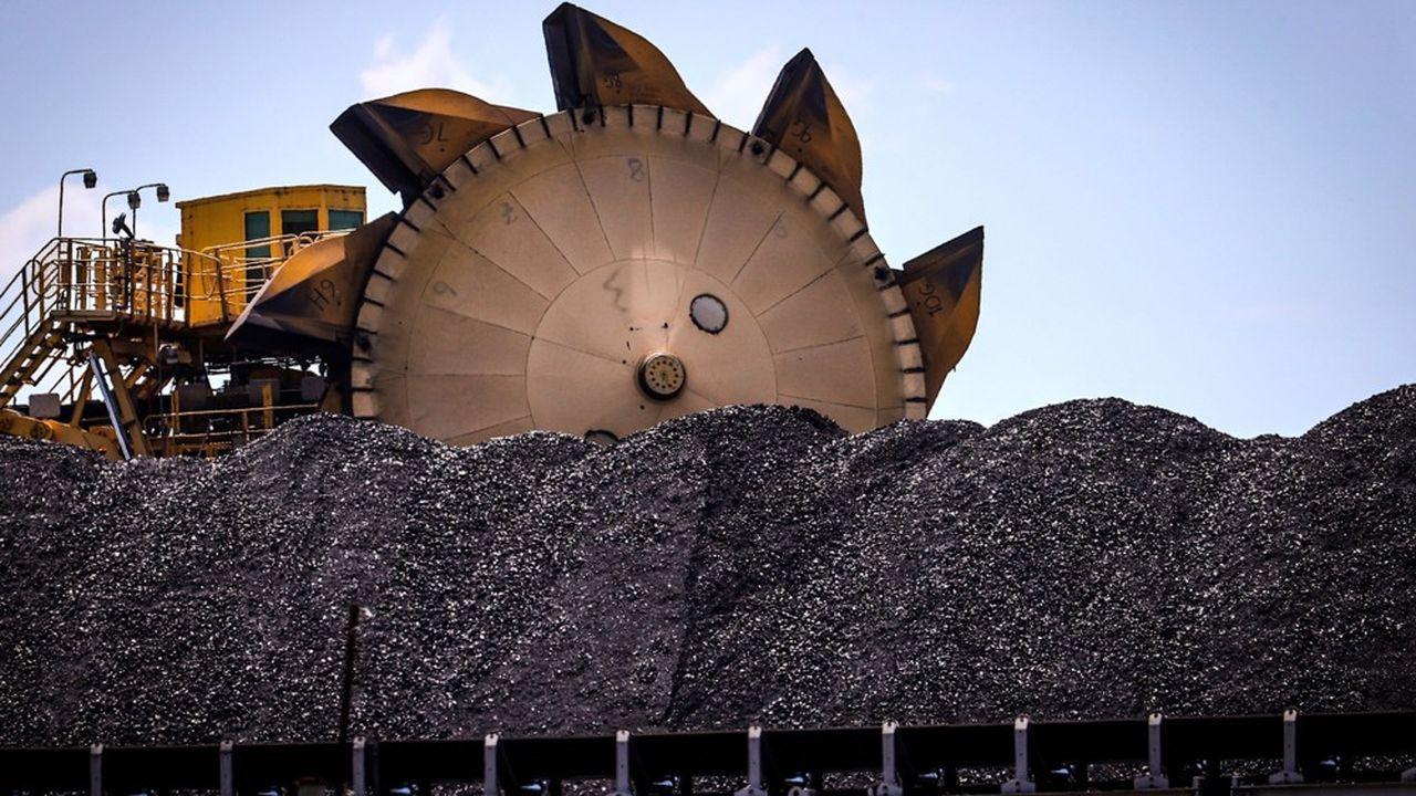 Du charbon prêt à être embarqué sur le port de Newcastle, en Nouvelle Galles du Sud.