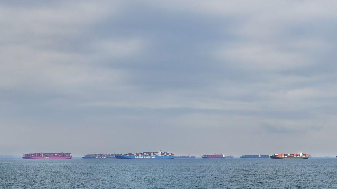 La semaine dernière, une soixantaine de porte-conteneurs attendaient de pouvoir accoster et débarquer leurs cargaisons dans le port de Los Angeles